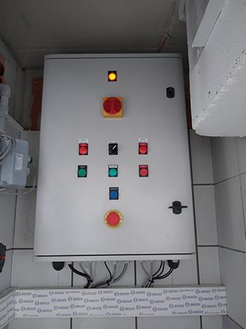 Photo Essoreuse à compresses - armoire électrique