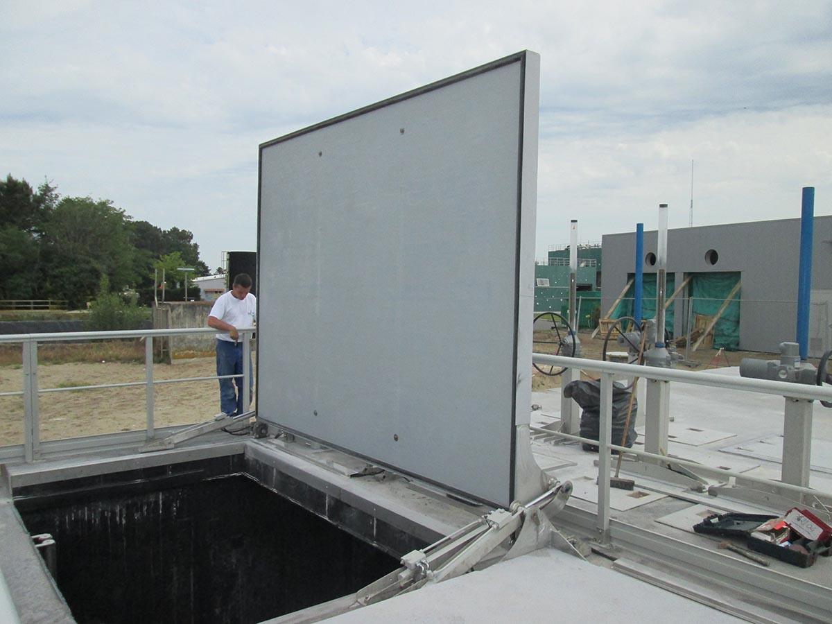 Gran planta de tratamiento de aguas residuales