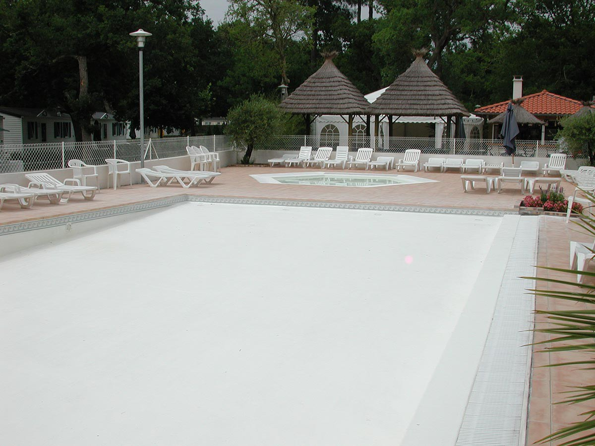 Stratified lining camping pool